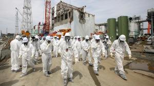 Vakavan ydinvoimalaturman jälkeiset siivous- ja kunnostustyöt vaativat useita vuosia sekä mittaamattoman paljon työtä ja rahaa. Fukushima Daichii -voimalan reaktori 4:n raunioiden siivousta vuonna 2014. Kuva: Tomohiro Ohsumi, Reuters.