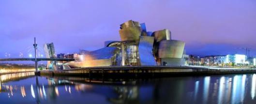 Bilbaon Guggenheim -taidemuseon suunnitteli kanadalais-yhdysvaltalainen arkkitehti Frank Gehry. Kuva: spain.info.