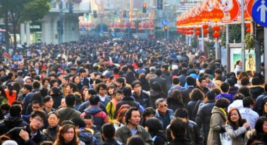 Jo nykyinen 21 miljoonan asukkaan väestökin riittää täyttämään Pekingin, joten metropolihallinnon päätös kasvun pysäyttämisestä on ymmärrettävä. Kuva: The Nation, nation.com.pk.