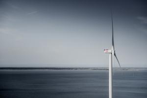 Merituulia hyödyntävien tuulivoimaloiden koko ja teho lisääntyvät nopeasti. Kuva: MHI Vestas.