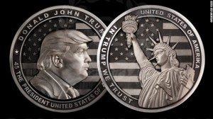 Venäläisen Trump-kolikon nimellisarvo on 10 000 dollaria. Kuva: CNN.