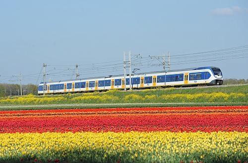 Hollantilaiset junat kulkevat tuulisähkön voimalla. Kuva: Quintus Vosman, via International Railway Journal.