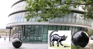Lontoon moderni kaupungintalo kaipaisi vanhanaikaista kissaa hiirikannan kurissa pitämiseen. Kuva: Kai Aulio, Piirros iclipart.com.