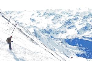 Alppien huipuilla on pysyvä lumi- ja jääpeite, mutta kuluvan vuosisadan loppupuolella lumen syvyys voi vähetä lähes puolella. Kaprun, Zell am See, Itävalta – yli 3000 metrin korkeudella. Kuva: Kai Aulio.